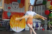 Występ tancerek na Dniu Dziecka