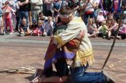 """""""Błagalny taniec Apacza"""" w wykonaniu podopiecznych Warsztatów Terapii Zajęciowej"""