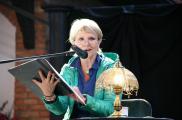 Aktorka Ewa Serwa recytowała głównie poezję miłosną